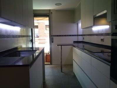 Reforma integral en Barcelona - cocina con península2