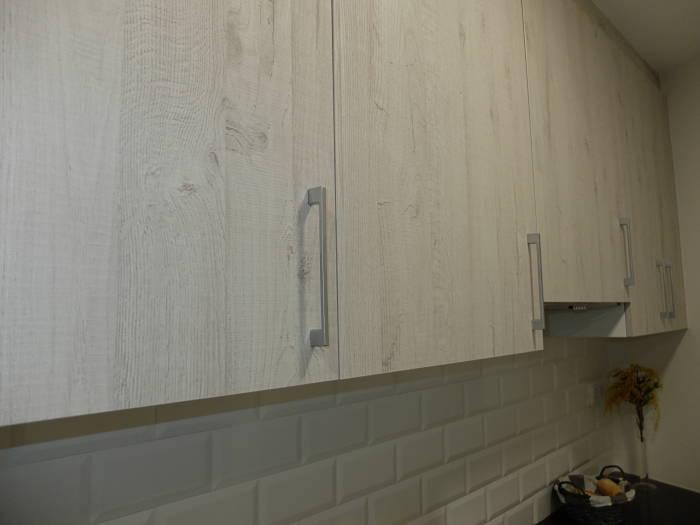 Reforma de cocina en Barcelona - muebles altos