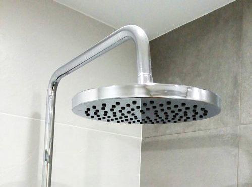 Reforma de baño con ducha rociador