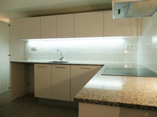 Reforma integral piso en bajos - cocina encimera granito