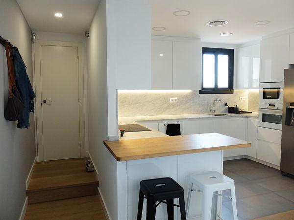 Reforma integral de ático - cocina y pasillo