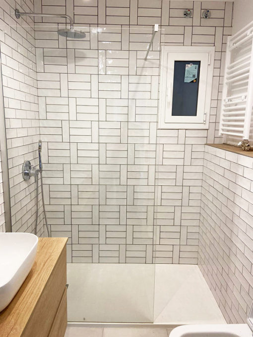 Reforma integral en Barcelona - baño con baldosa tipo metro