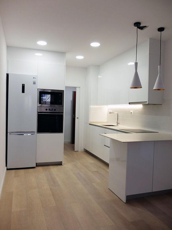 Reforma integral de casa de dos pisos - piso 1 - cocina abierta