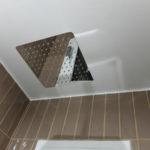 Reforma integral en Barcelona - baño marrón con ducha