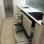 Reforma integral en Barcelona - cocina cajones almacenaje